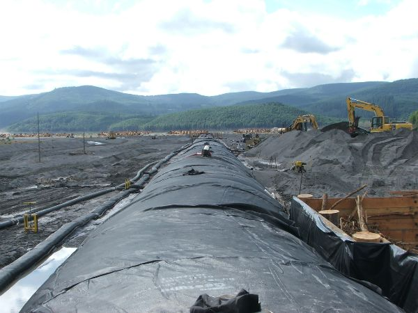 Geotextile tube structure, designed to trap sediment