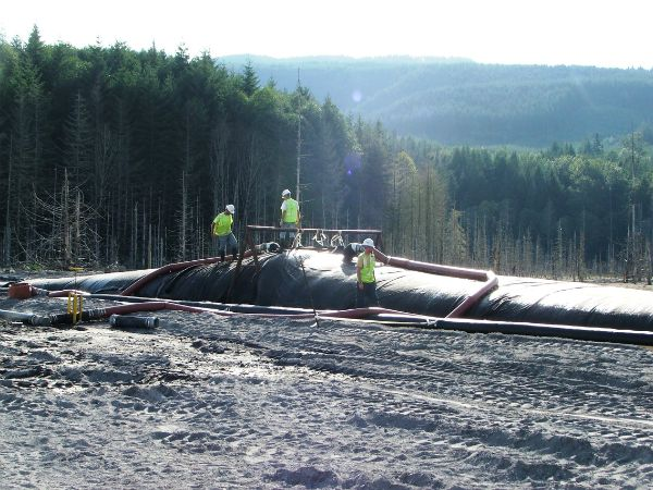 Geotextile tube filling operation