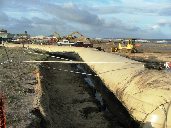 Filling geotextile tubes on the beach