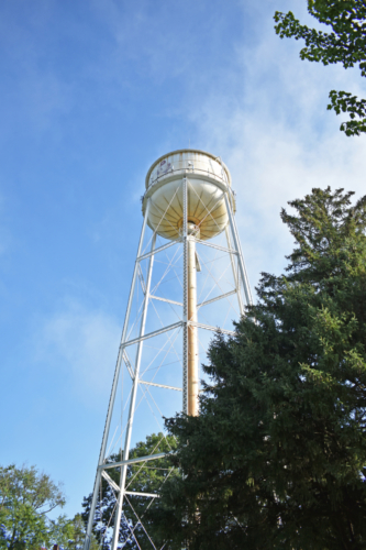 Antigo Red Robins water tower